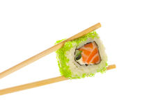 Het broodje van sushi met eetstokjes stock foto