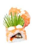 Het Broodje van sushi met zalm, paling en komkommer Stock Afbeelding