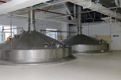 Het brouwen van boilers in Heineken-brouwerij in St. Petersburg, Rusland Stock Afbeelding
