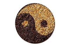 Het brouwen van mout yin yang stock afbeeldingen