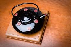 Het brouwen van theepot in de Japanse stijl Stock Afbeeldingen