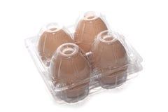 Het bruine eierenpak in transparant pakket isoleert whi Stock Afbeelding