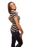 Het bruine haar van het vrouwenmeisje in gestreepte vest en jeans Royalty-vrije Stock Fotografie