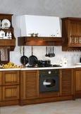 Het buffet van de keuken met oude waren Stock Foto's