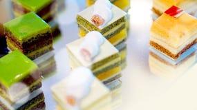 Het buffet van het Coloufuldessert, middag hoge thee Stock Fotografie