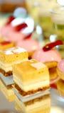 Het buffet van het Coloufuldessert, middag hoge thee Stock Afbeelding