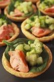 Het Buffet van het Voedsel van de Vinger van de Taartjes van de Komkommer van de zalm stock afbeeldingen
