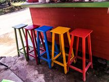 Het Buidingsontwerp zit kleurrijke stijl Thailand voor Royalty-vrije Stock Fotografie