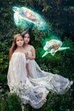 Het buitensporige werken met meisjes en vliegende schildpadden Stock Foto