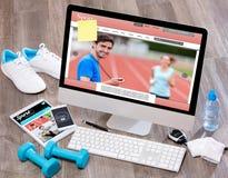 Het bureau van de houten sportman in hoge definitie met laptop, tablet en royalty-vrije stock foto