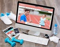 Het bureau van de houten sportman in hoge definitie met laptop, tablet en royalty-vrije stock afbeeldingen