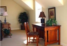 Het bureau van het huis met houten bureau stock afbeeldingen