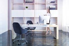 Het bureaubinnenland van de bedrijfmanager, onderneemster Royalty-vrije Stock Foto's