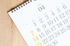 het bureaukalender van 2019 op de houten lijst royalty-vrije stock afbeelding