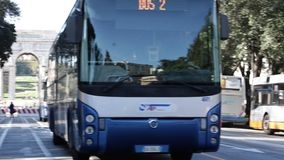 Het busstation van Genua stock video