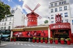 Het cabaret van de Rouge van Moulin in Parijs Stock Fotografie
