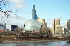 Het Canadese Museum voor Rechten van de mens dichtbij rivier Royalty-vrije Stock Afbeeldingen
