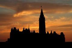 Het Canadese parlement bij zonsondergang Stock Afbeeldingen