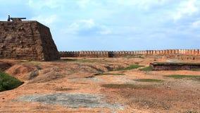 Het canonstadium van fort met muur Stock Afbeeldingen