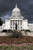 Het Capitool van de staat vóór het onweer Royalty-vrije Stock Afbeeldingen