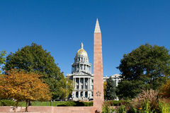 Het Capitool van de Staat van Colorado met het Monument van Veteranen Royalty-vrije Stock Foto's