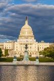 Het Capitool van de V.S. onder stormachtige hemel Stock Foto