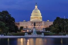 Het Capitool van Verenigde Staten bij nacht Stock Fotografie