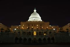 Het Capitool van Verenigde Staten bij nacht - Washington DC stock fotografie