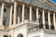 Het Capitool van Verenigde Staten de voorgevel van het de Bouwoosten in daglicht stock foto