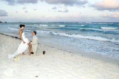 Het Caraïbische Huwelijk van het Strand - de Riem van de Kouseband Stock Foto's