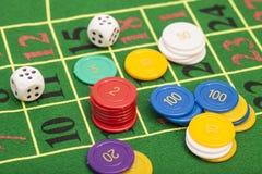 Het casino breekt en dobbelt het stapelen af Stock Afbeelding