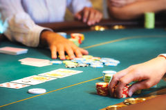Het casino overhandigt 2 Stock Foto's