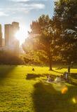 Het Central Parkleven in New York bij zonsondergang royalty-vrije stock afbeelding