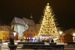 Het centrum van Brasov in de dagen van Kerstmis, Roemenië Stock Afbeelding