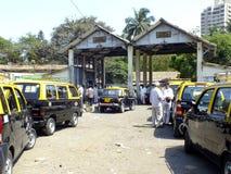 Het centrum van de autogeschiktheid in Mumbai, India Stock Foto's