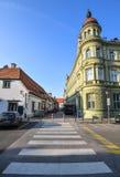 Het centrum van de Mariborstad en zebrapad, Slovenië Maribor is de second-largest stad in Slovenië en de grootste stad van tradit royalty-vrije stock foto