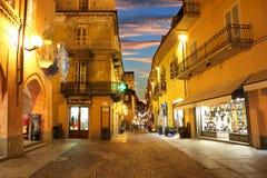Het centrum van de stad bij avond. Alba, Italië. Stock Fotografie