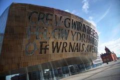 De Baai van Cardiff met het Centrum van het Millennium stock afbeelding