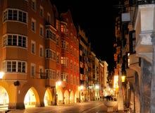 Het centrum van Innsbruck bij nacht Stock Foto