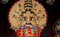 Het ceramische Duizend Standbeeld van Handboedha Stock Foto's