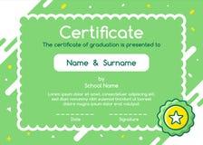 Het certificaat van het jonge geitjesdiploma in het leuke ontwerp stijl van de achtergrondmalplaatjelay-out stock illustratie