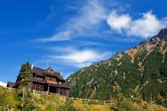 Het chalet van de berg stock foto