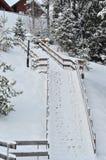 Het chalet van de de winterski, sneeuwlandschap, de winterachtergrond met exemplaarruimte royalty-vrije stock fotografie