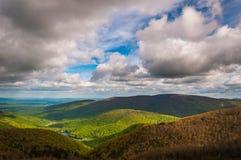 Het Charlottesvillereservoir, van de Rivier van Moorman wordt gezien overziet in Shenandoah Nationaal Park, Virginia dat. stock afbeeldingen