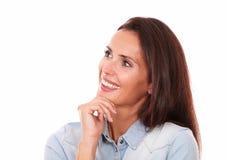 Het charmante volwassen vrouw kijken aan haar recht royalty-vrije stock foto