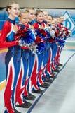Het Cheerleadersteam wacht op oordeel Stock Afbeelding