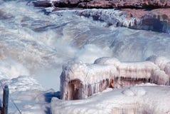 Het Chinese Hukou-Waterval bevriezen in de winter Stock Foto