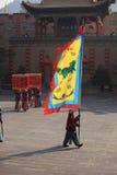 Het Chinese kostuum van de Prestaties van het Nieuwjaar Eerlijke Royalty-vrije Stock Afbeeldingen
