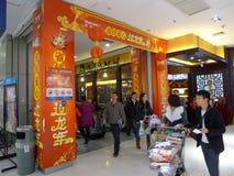 het Chinese nieuwe jaar dat van 2012 in walmart winkelt Royalty-vrije Stock Foto's