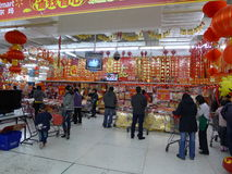 het Chinese nieuwe jaar dat van 2012 in walmart winkelt Stock Foto's